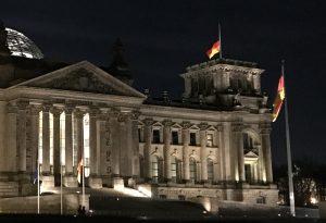 Deutschlandfahne Halbmast